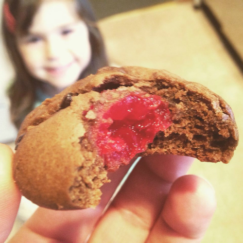 italian-cocoa-cookies-with-cherry